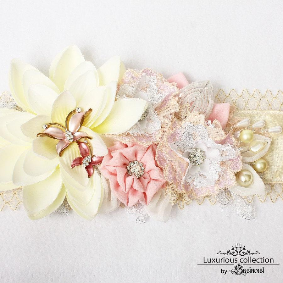 Wedding - Bridal sash in ivory, white and light pink, with lace and textile flowers, rhinestone buttons, vintage brooch and pearls. Wedding sash