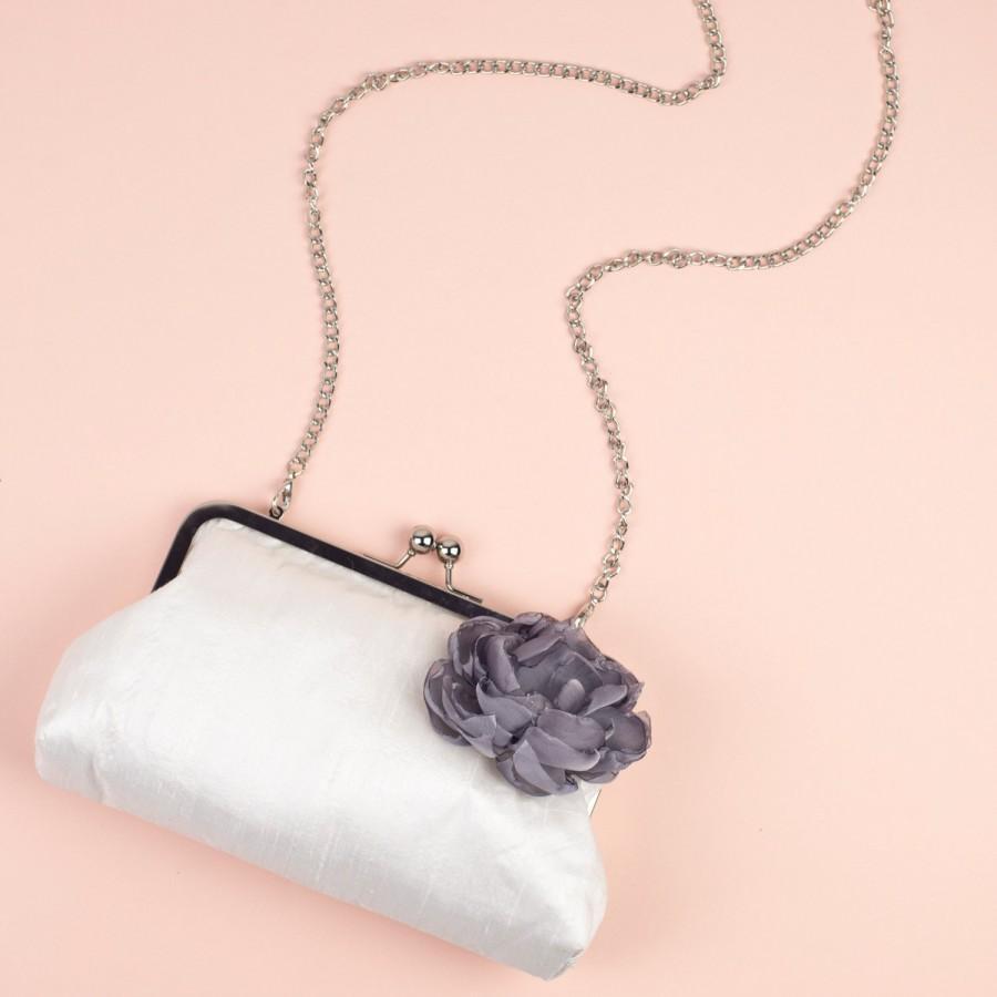 Свадьба - Bridesmaid Clutch - Clasp Clutch Purse - Ivory Clutch - Custom Clutch Purses