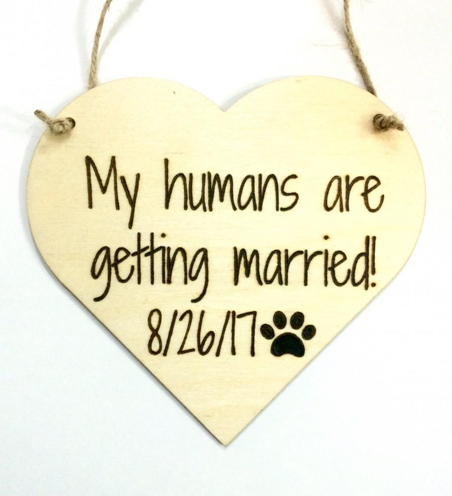 Свадьба - Engagement photo prop dog sign - my humans are getting married - large dog personalized