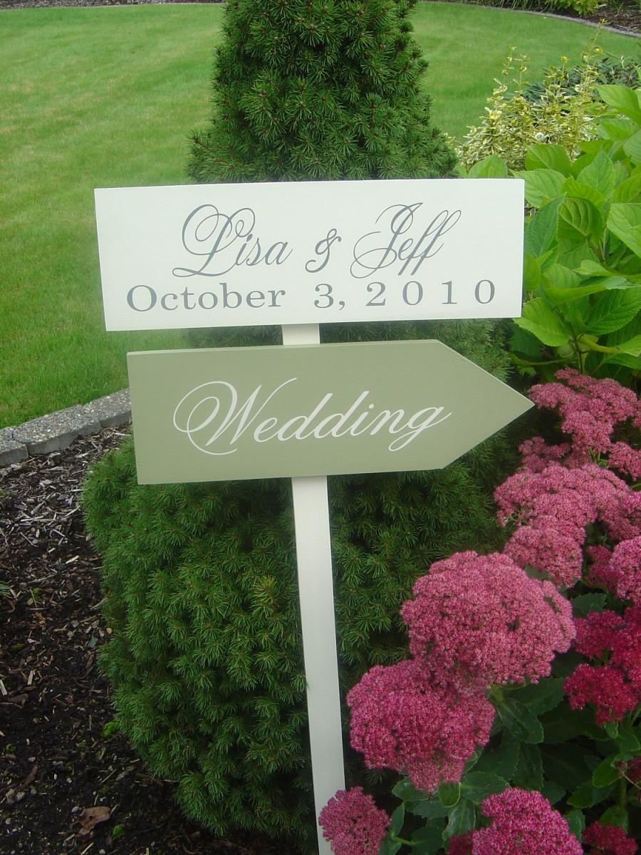 Hochzeit - Custom Wedding Signs.  Wooden Directional Signs with Arrows with Bride and Grooms Names and Wedding Date.