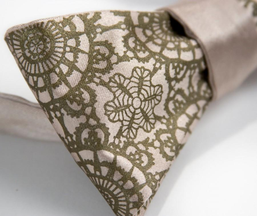 Mariage - Cottage Lace champagne bow tie. Self-tie, freestyle mens bow tie. Silkscreened antique brass print.