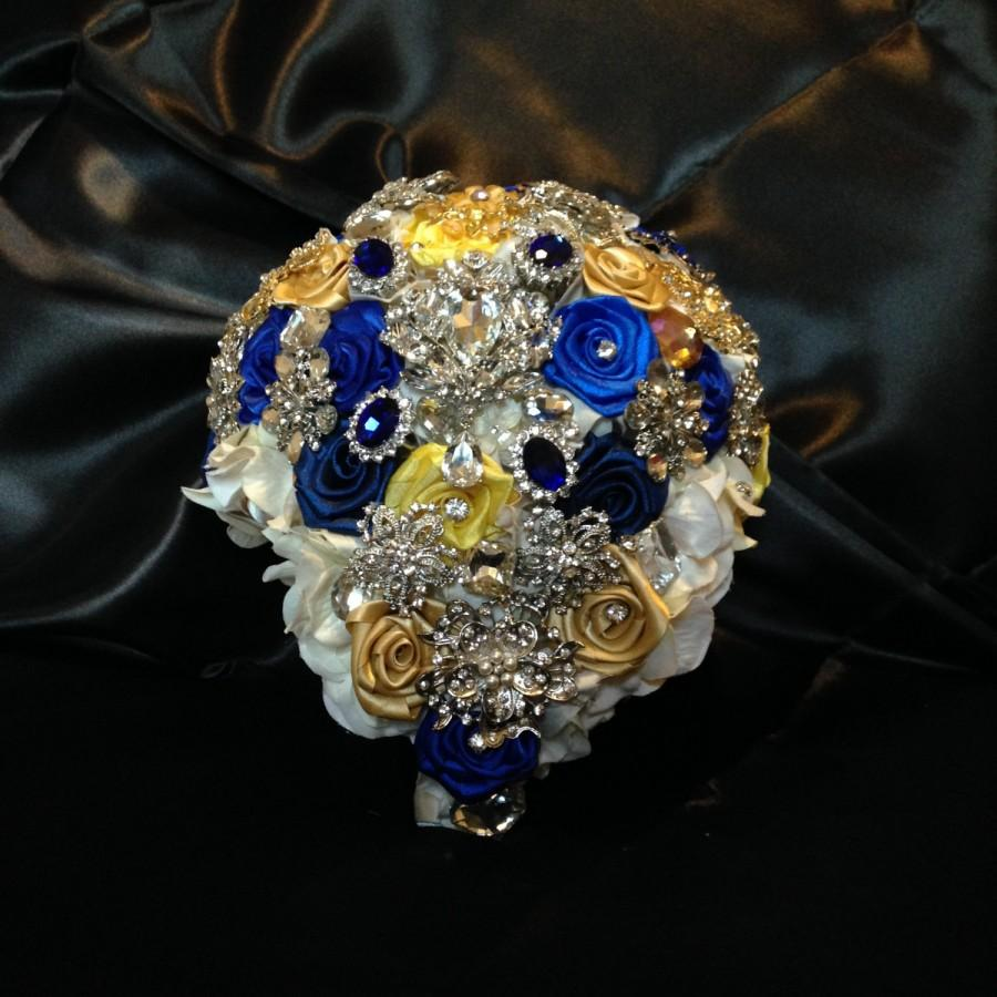 Свадьба - Cascading Bridal Brooch Bouquet. Deposit on made to order Royal Blue,Mustard Yellow,Gold,White Teardrop Wedding Bling Diamond Broach Bouquet