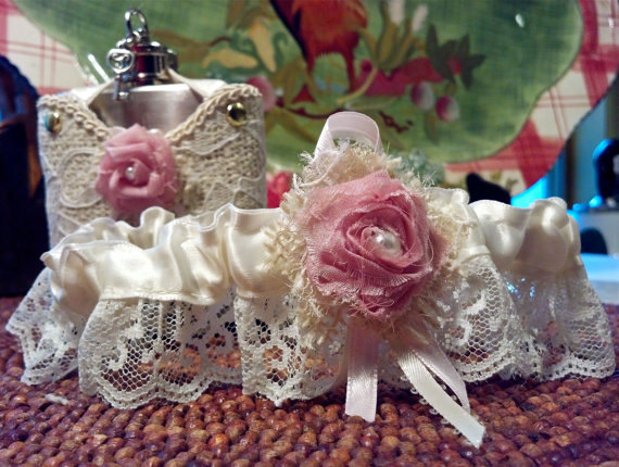 Свадьба - Wedding garter flask with burplap, lace and shabby chic rose.  Wedding Bridal garter