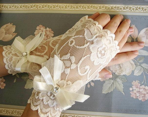 Wedding - Ivory wedding gloves, Ivory lace gloves, Ivory bridal gloves, Elegant Gloves ,Ivory Wedding