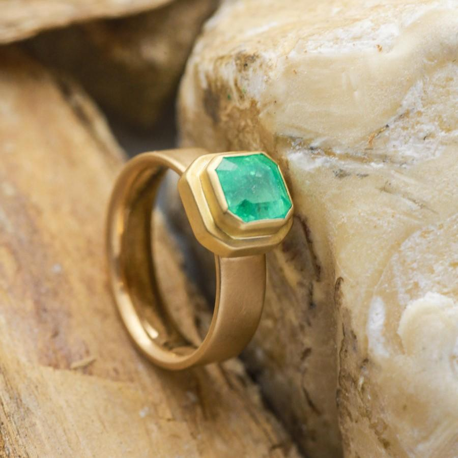 Mariage - Natural 1.5CT Radiant Cut Emerald Engagement Gold Ring, Radiant Engagement Ring, 14K Yellow Gold Ring, Handmade Jewelry