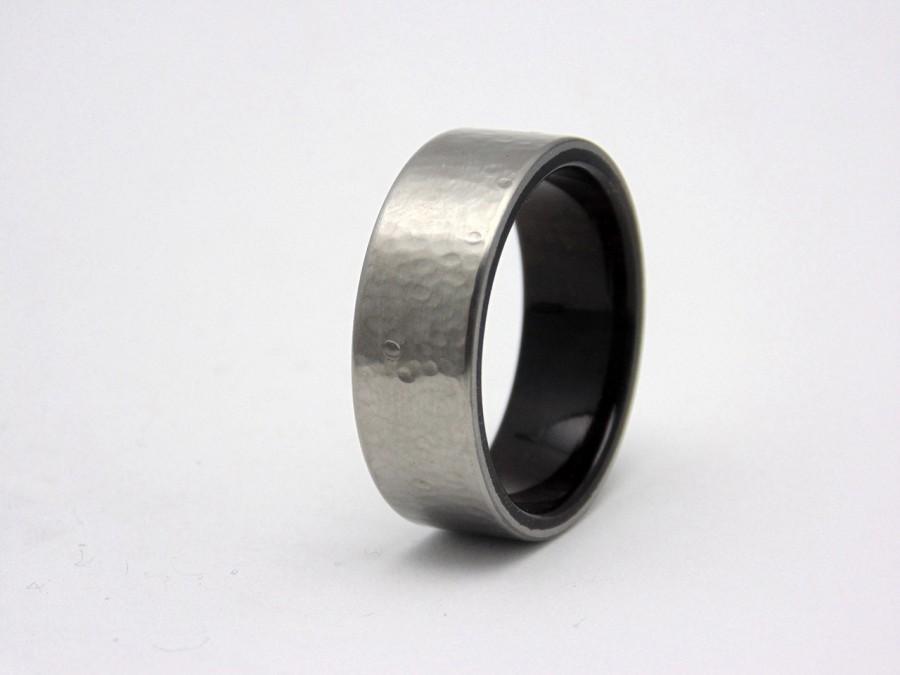 Mariage - Mens Hammered Titanium and Ebony wedding ring,  Wood wedding band