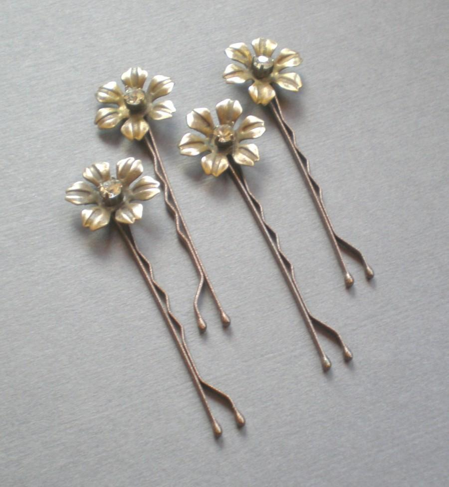 Mariage - Charming BRIDAL Rhinestone Hair Pins. Vintage Brass Flower Hair Jewelry. GIFT . Chic Prom. Bride Maids. Shower Gift. Flower Girl. chic prom
