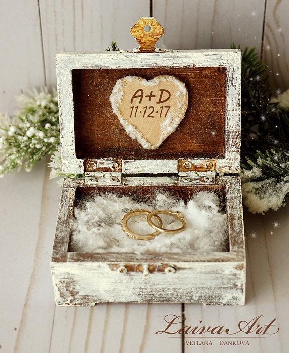 Hochzeit - Winter Wedding Rustic Ring Bearer Box Ring Pillow Box Winter Wedding