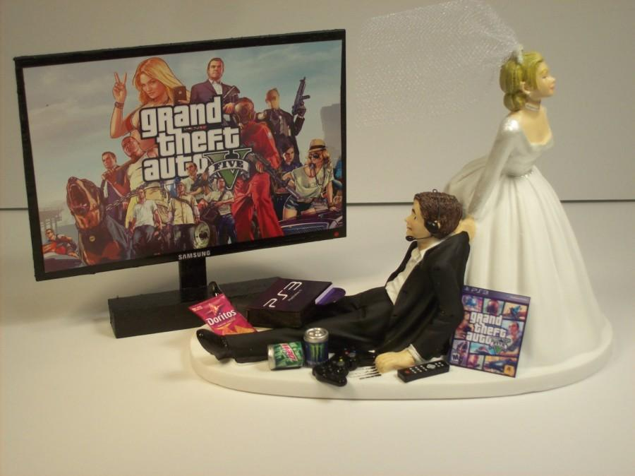 gamer gta 5 ps3 bride and groom funny wedding cake topper video game groom 39 s cake 2619687. Black Bedroom Furniture Sets. Home Design Ideas