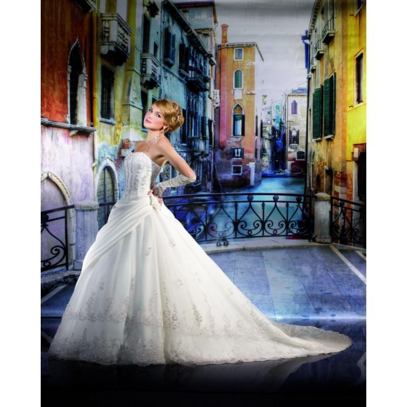 Boda - Honorable A-line Strapless Lace Chapel Train Satin&Tulle Wedding Dresses - Dressesular.com