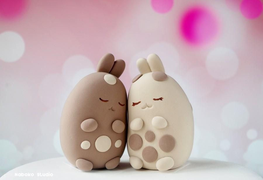 Mariage - Kawaii Bunnies Wedding Cake Topper / Hugging, Loving Rabbits / Cake Topper Figurines / Totem Animals / Cute Characters