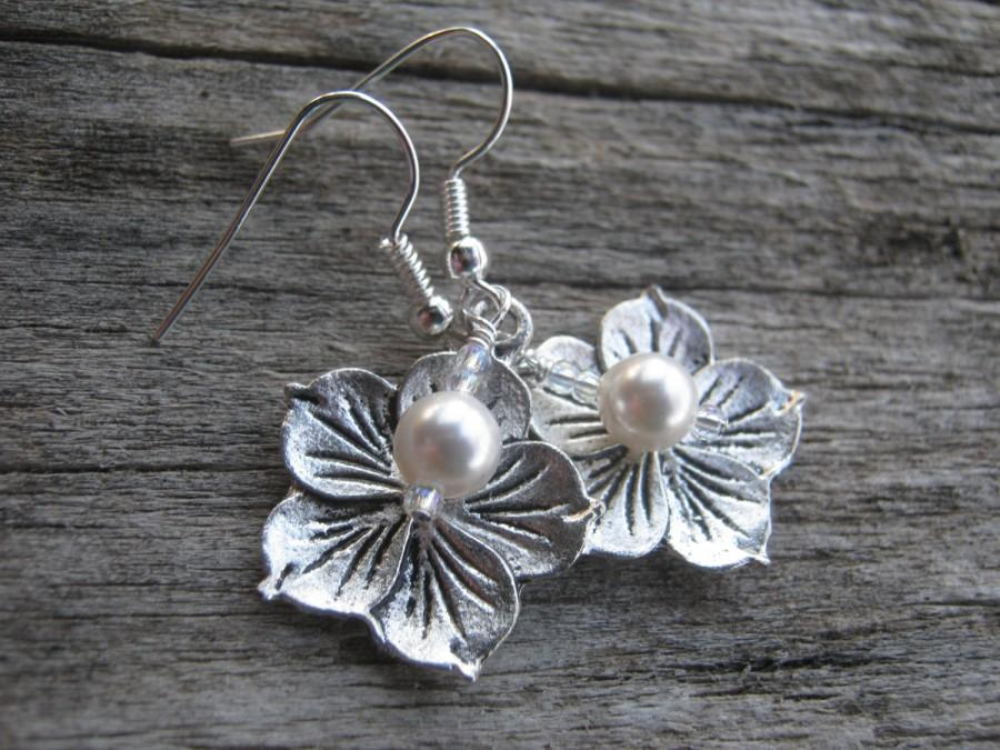 Wedding - Personalized Hibiscus Earrings, Flower Earrings, Pearl Earrings, Swarovski, Bridal Party Earrings, Hawaii Earrings, Bridesmaid, Tropical