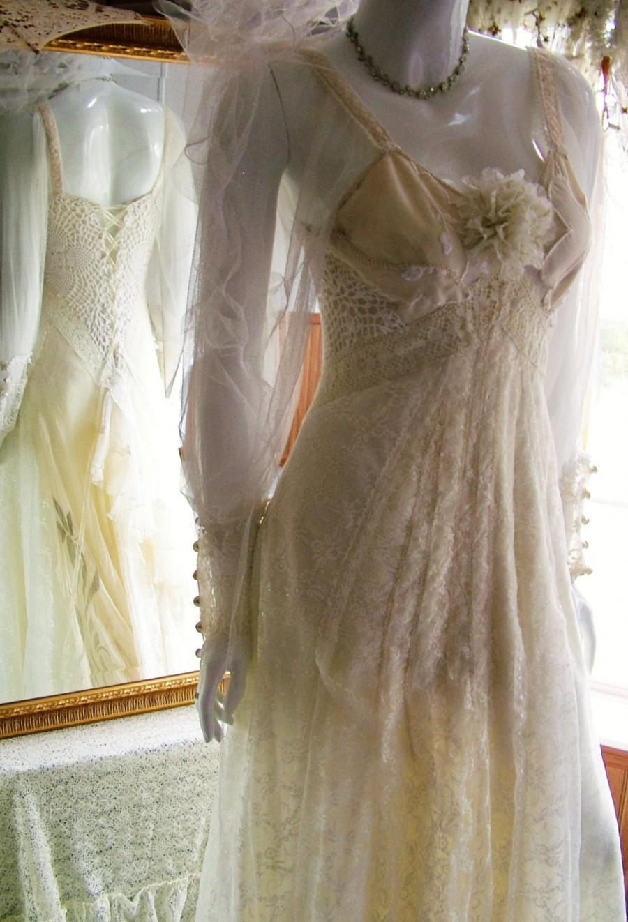 Mariage - Size 6 - 10. Silk lace ivory romantic regency unique shabby chic wedding dress bridal gown one off unique with train