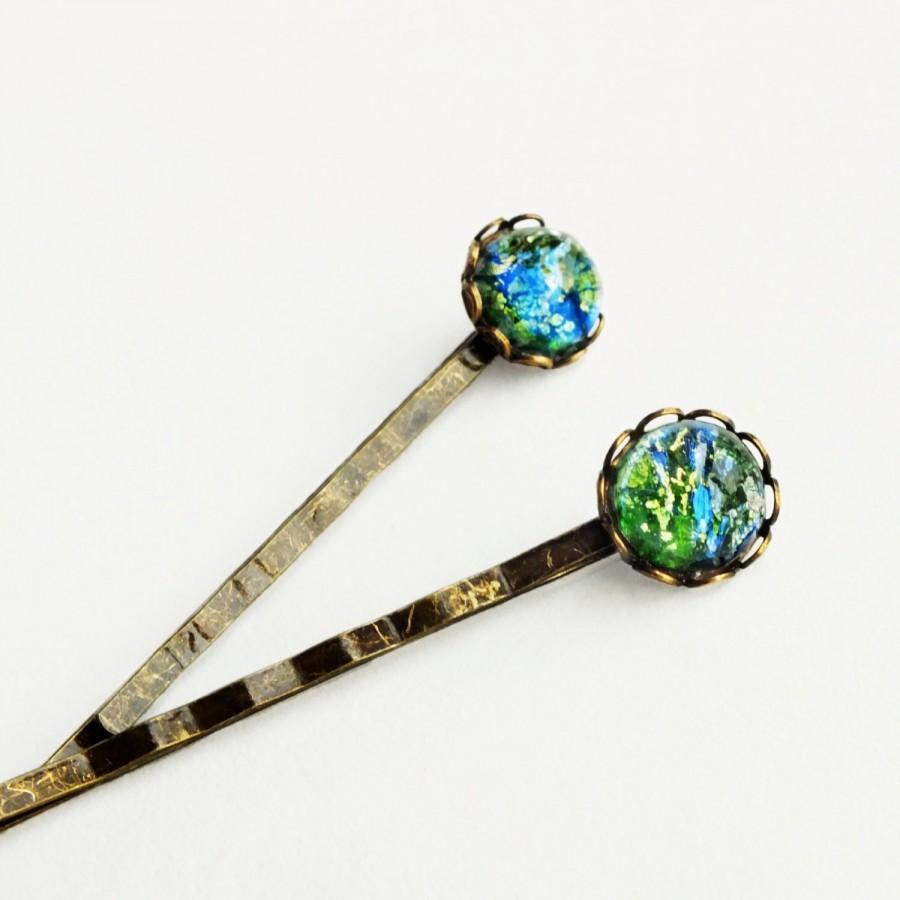Свадьба - Green Opal Hair Pins Vintage Iridescent Glass Bobby Pins Emerald Green Crystal Hairpins Fire Opal
