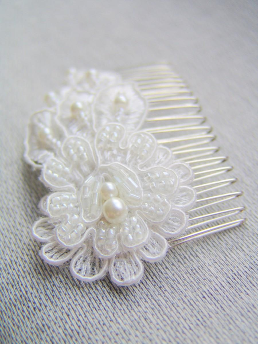 Mariage - Ivory haircomb Bridal lace flower haircomb Romantic hairpiece Wedding hair accessory Rhinestone bride comb
