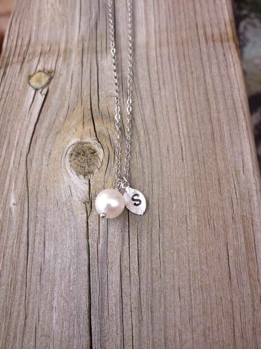Wedding - Bridesmaid Gift, Pearl with personalized initial silver leaf necklace, bridesmaid gift, personalized bridesmaid gifts