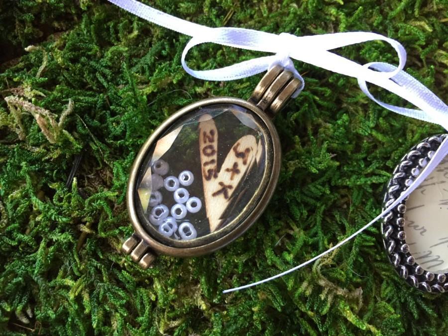 Свадьба - Bouquet charm/ grooms boutonnière/ wedding bouquet charm/ personalized bouquet charm/ personalized boutonnière/ buttonhole/bouquet accessory