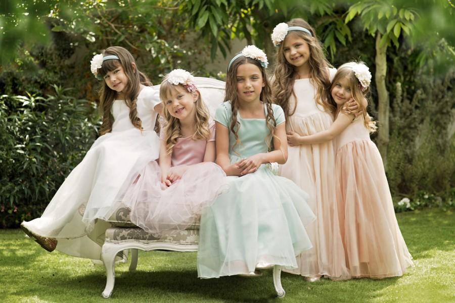 "Свадьба - Cream Flower Girl Dress with Tulle Skirt -- The ""Sarah"" in Cream"