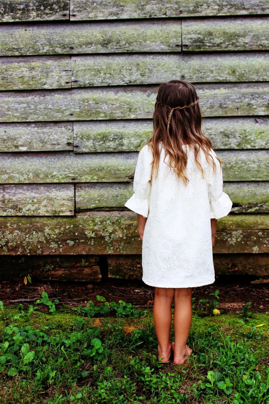 Свадьба - Lace Flower Girl Dress, Boho Wedding, Spring, Girls Ivory Lace, White Lace dress, shabby chic flower girls, lace junior bridesmaid, boho