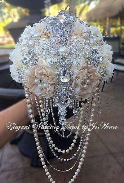 Mariage - GLAM BROOCH BOUQUET, Rustic Brooch Bouquet, Custom Brooch Bouquet, Brooch Bouquet, Wedding Bouquet with draping Pearls, Deposit