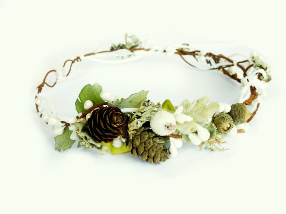 Mariage - Winter bridal crown, Pinecone crown, Toddler Crown, Christmas hairpiece, Winter Floral Crown, Winter wedding crown, Photo prop, Berry wreath
