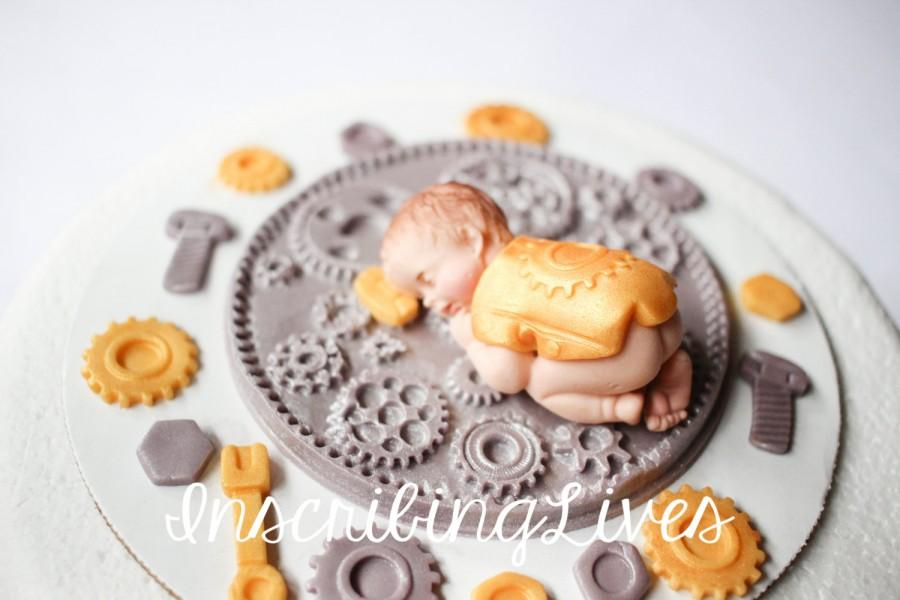 Mariage - boy baby shower mechanic cake topper Engineer baby cake topper edible gear fondant tools gold silver baby cake topper boy InscribingLives
