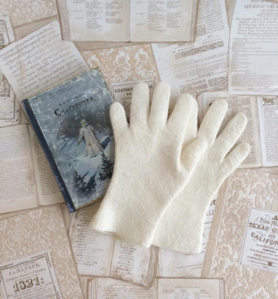 Wedding - Felt gloves of merino wool Winter warm gloves