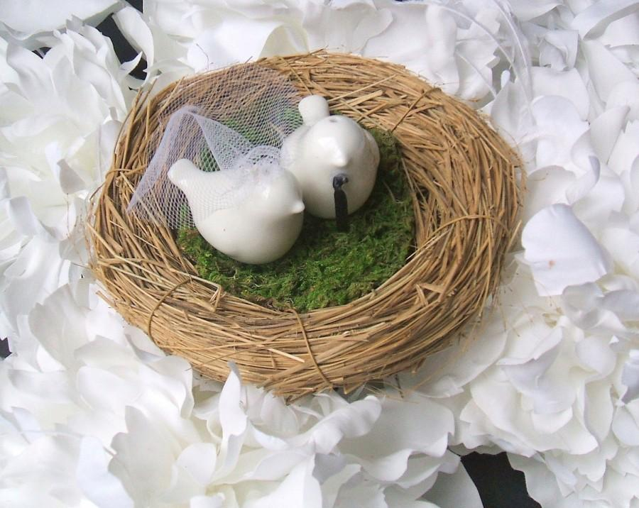 Mariage - Petite Love Birds Cake Topper....Available with White or Ivory Veil and Your Color Choice Necktie