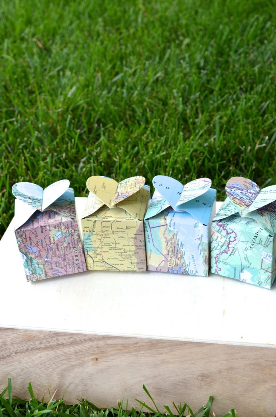 Mariage - Heart Topped Favor Boxes in vintage map, sets of 10, 50 or 100