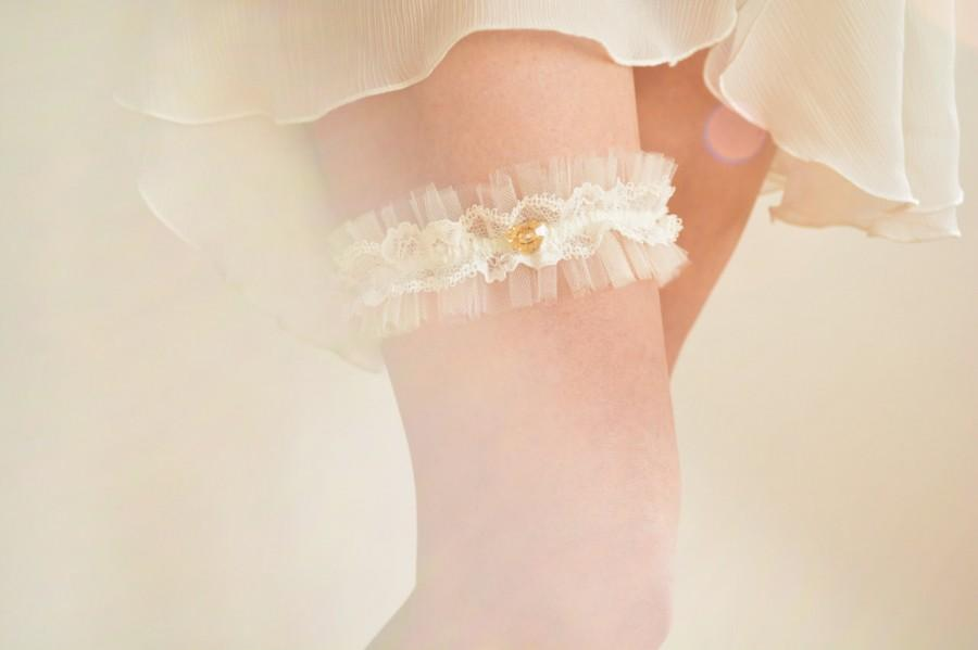 Свадьба - Off white tulle bridal garter, French lace and crystal heart