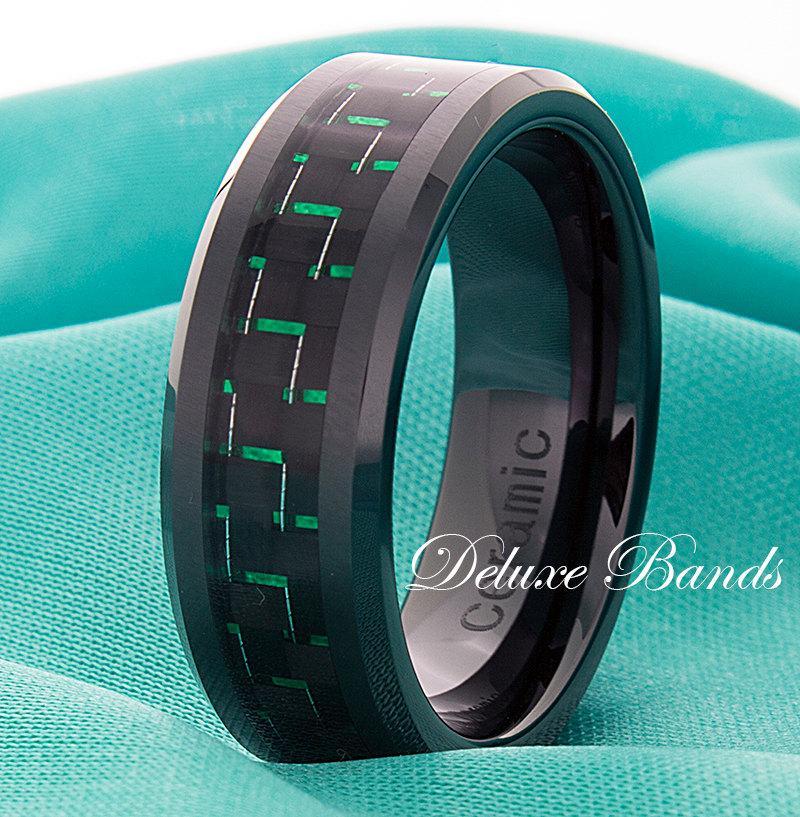 Mariage - Green Mens Ceramic Ring,Black Ceramic Wedding Band,Pipe Cut,Beveled Edges,Green Carbon Fiber Inlay,8mm,Anniversary Ring,Mens,Womens,His,Hers