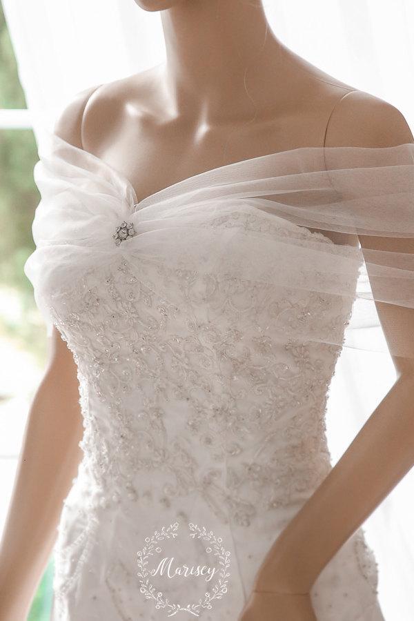 زفاف - Bridal Wrap, Wedding Cover Up, Wedding Shrug, Bridal Bolero in silk, tulle white or ivory bridal shawl. Can be worn two ways!
