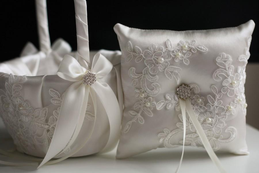 Свадьба - Ivory Wedding Pillow Basket Set with Lace Applique  Ivory Lace Ring Bearer Pillow and Flower Girl Basket Set  Lace Brooch Ring Holder