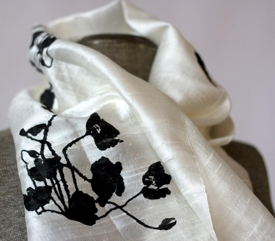 Свадьба - Women's silkscreened woven cream silk scarf, fair trade. Black Poppy print.