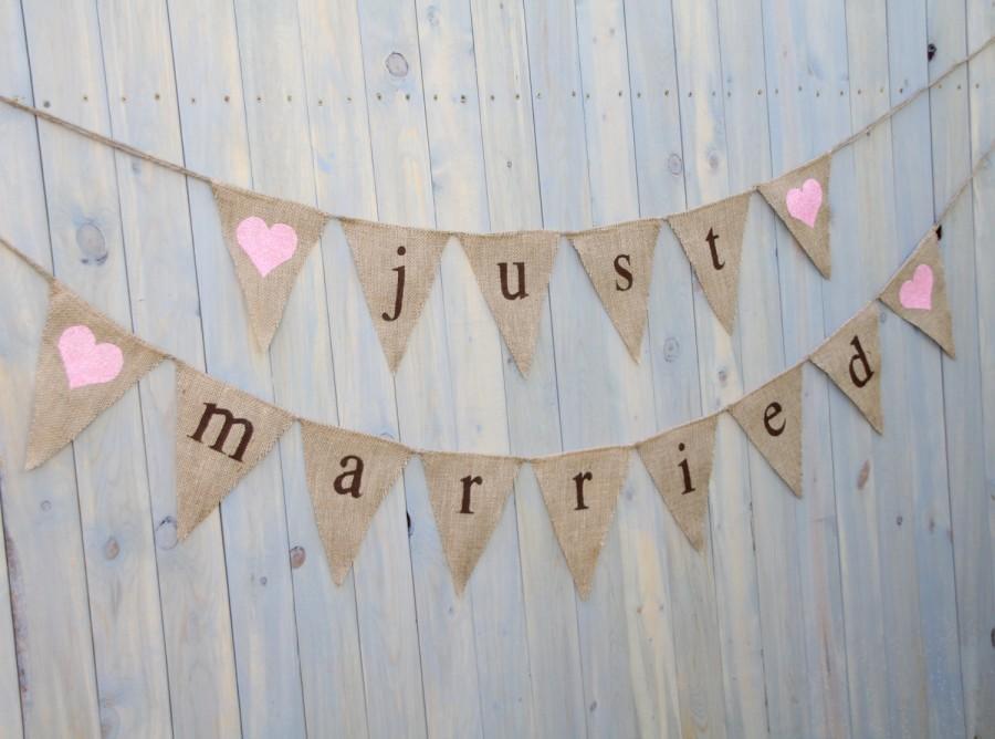 Свадьба - Burlap banner Just Married - Wedding Banner - Photography shoot - Wedding reception - triangles