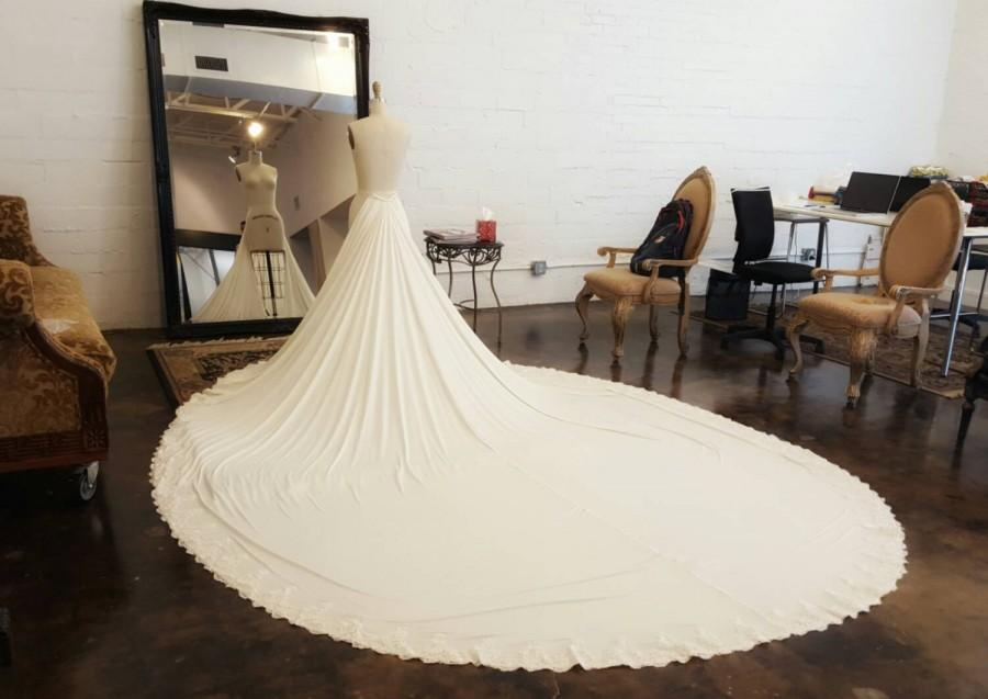 Свадьба - Unique Detachable Train For Wedding Dresses, Dramatic Wedding Dress Train, Lace Wedding Train, Transformational Wedding Dresses, Custom