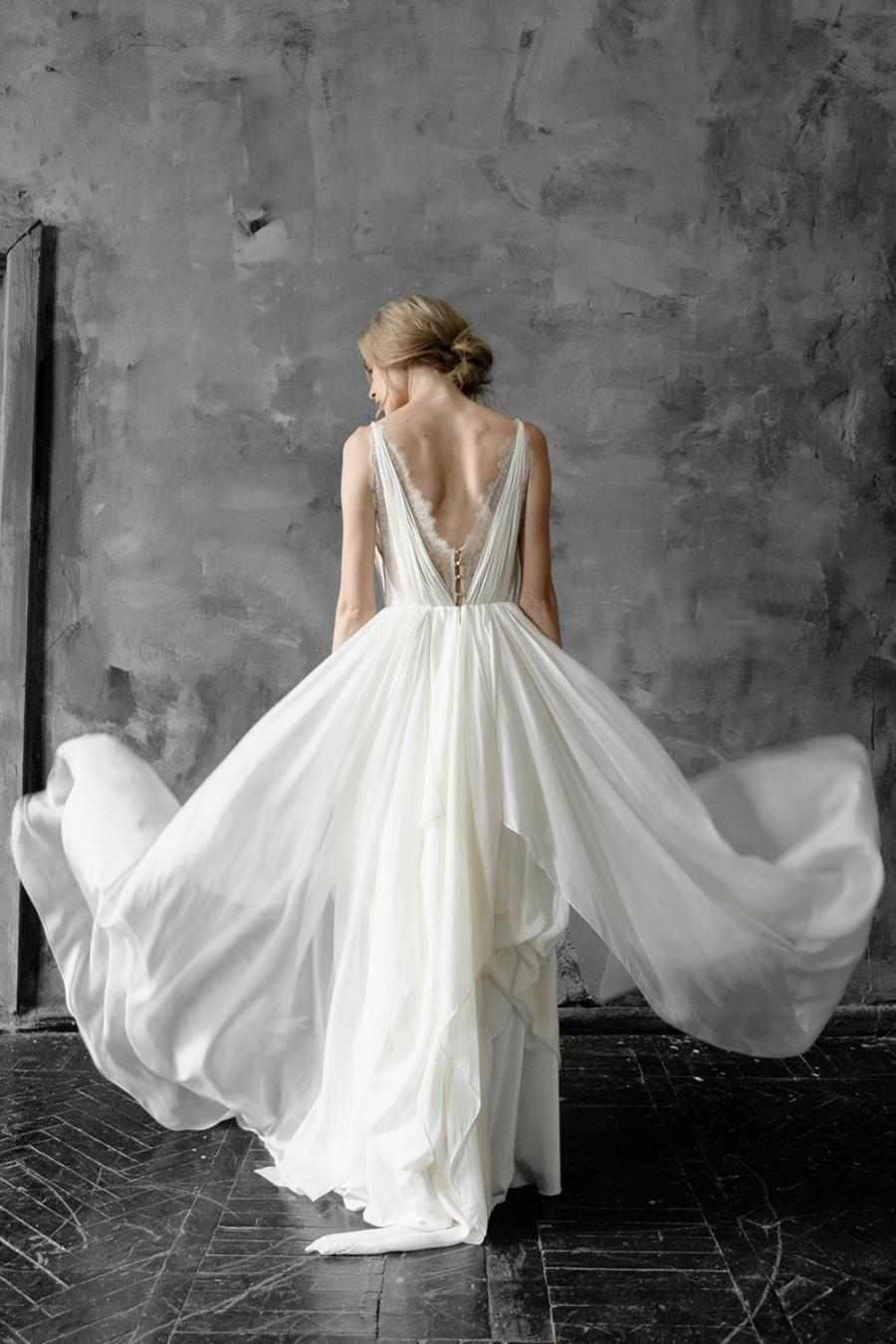 Mariage - Amalthea // Simple silk and lace wedding dress with V-neck and button detail