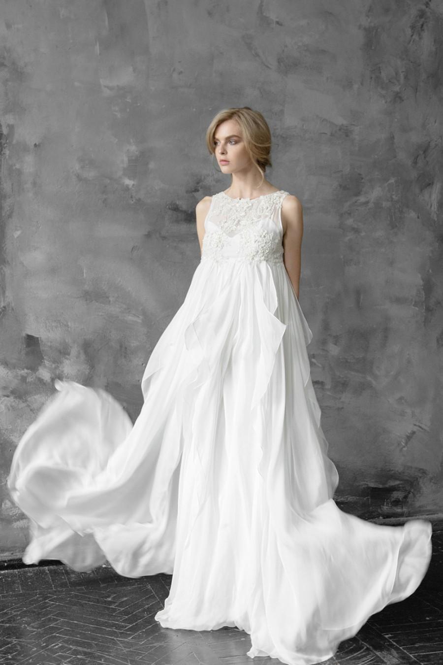 Hochzeit - Maia // Free fitted silk wedding dress