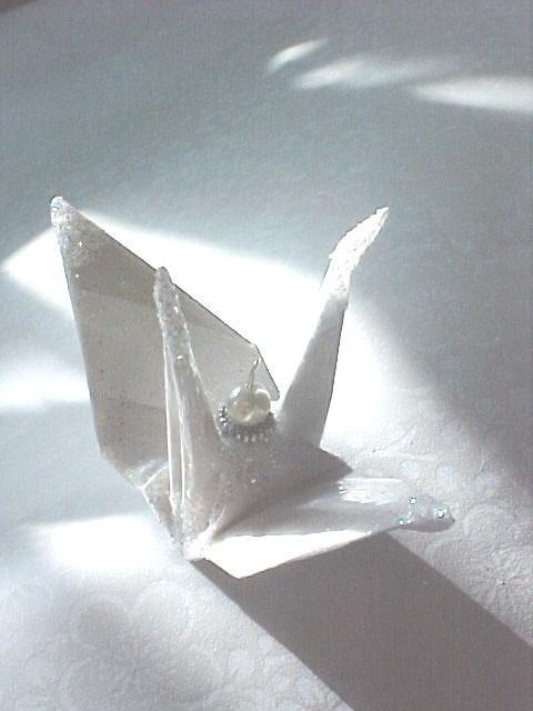 Свадьба - White Satin Stripe Peace Crane Bird Wedding Cake Topper Party Favor Origami Christmas Ornament Japanese Eco Friendly Paper Table Decoration