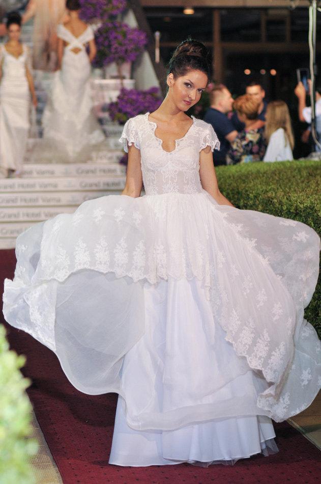 Mariage - Country Rustic wedding dress, Silk wedding dress, Lace wedding dress, Hippie wedding dress, French wedding dress, Lace bridal dress