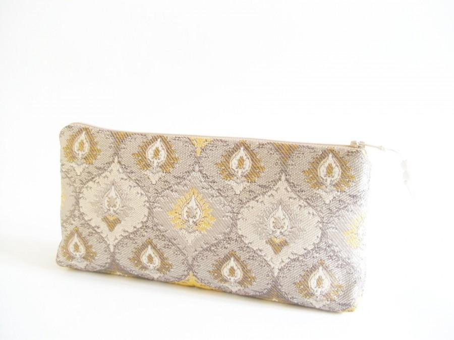 Свадьба - OOAK Gold Damask Clutch, Gift for Bridesmaid, Bridesmaid Bag, Wedding Clutch Handbag, Girl Graduation Gift