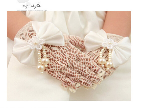 Свадьба - Flower girl gloves in handmade bowknot  ivory gloves tea party gloves
