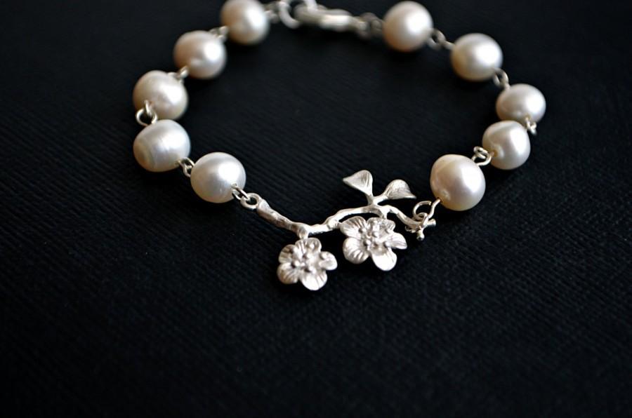 Hochzeit - Freshwater Pearl Bracelet, Silver Branch Bracelet, Flower Bracelet, Wedding Jewelry, Bridal Bracelet, Bridesmaid Gift Idea, Christmas Gift,
