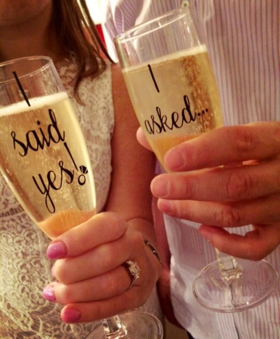 "Свадьба - Engagement Champagne Flutes Set of 2 ""I asked.."" ""I said yes!"" Perfect gift for newly engaged couples proposal party"
