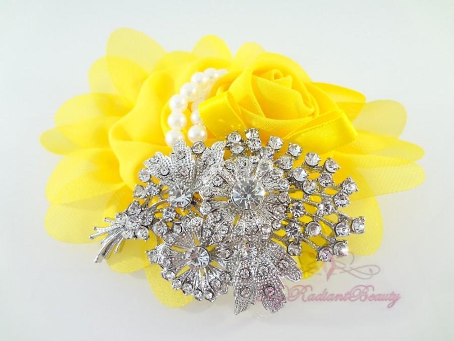 Mariage - Bridal Floral Banquet Rhinestone Brooch, Wedding Brooch Jewelry, Flower Rhinestone Brooch, Bridal brooch BR0025