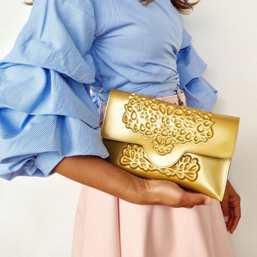 Свадьба - Gold vinyl clutch / gold clutch bag / embossed floral print / stunning evening clutch bag / standout clutch bag / vegan & cruelty free