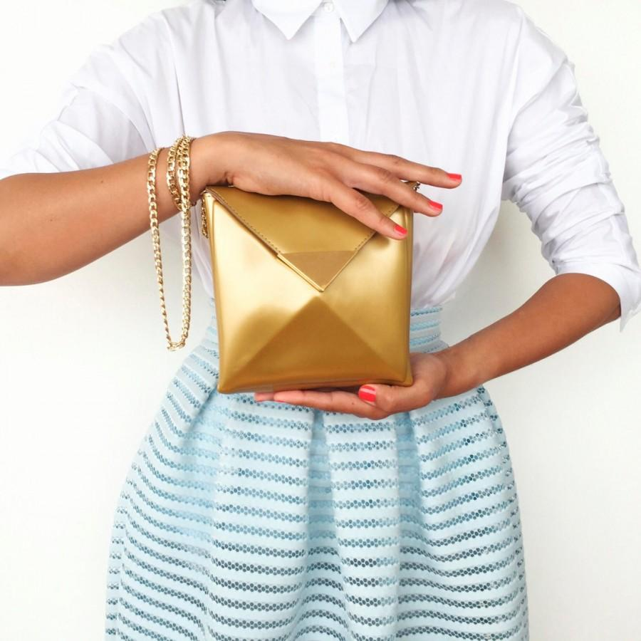Свадьба - Wedding day crossbody bag / gold crossbody bag / standout gold vinyl / gold plated clasp / gold metal chain / gold vegan handbag