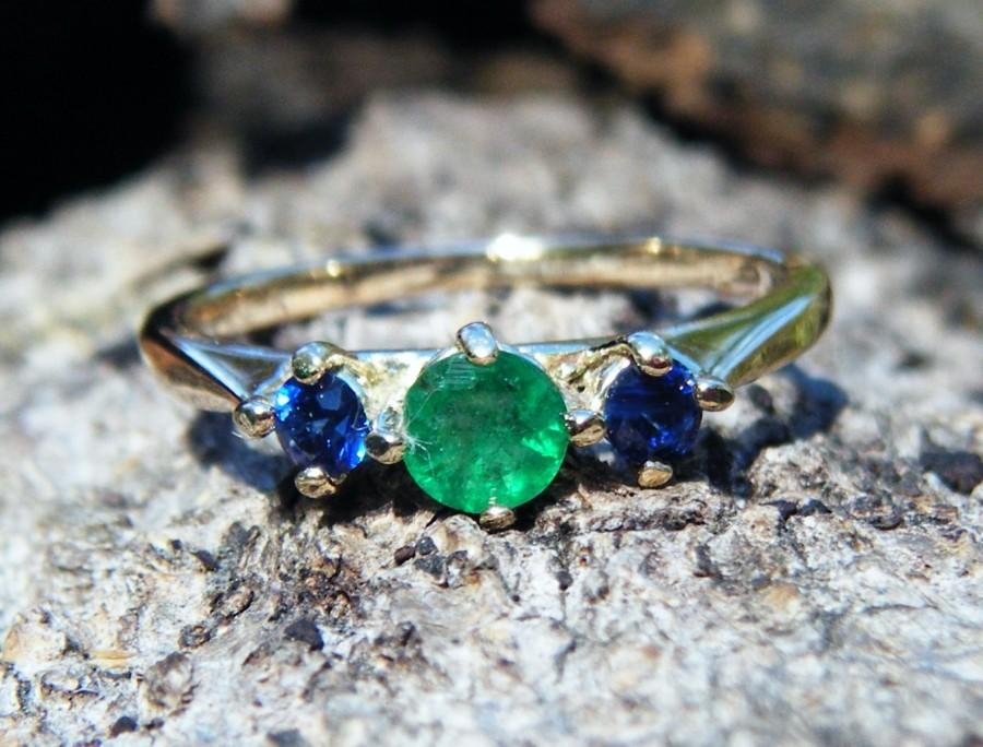 Mariage - Sapphire and emerald ring, sapphire engagement ring, emerald engagement ring, sapphire ring, emerald sapphire three stone gold anniversary