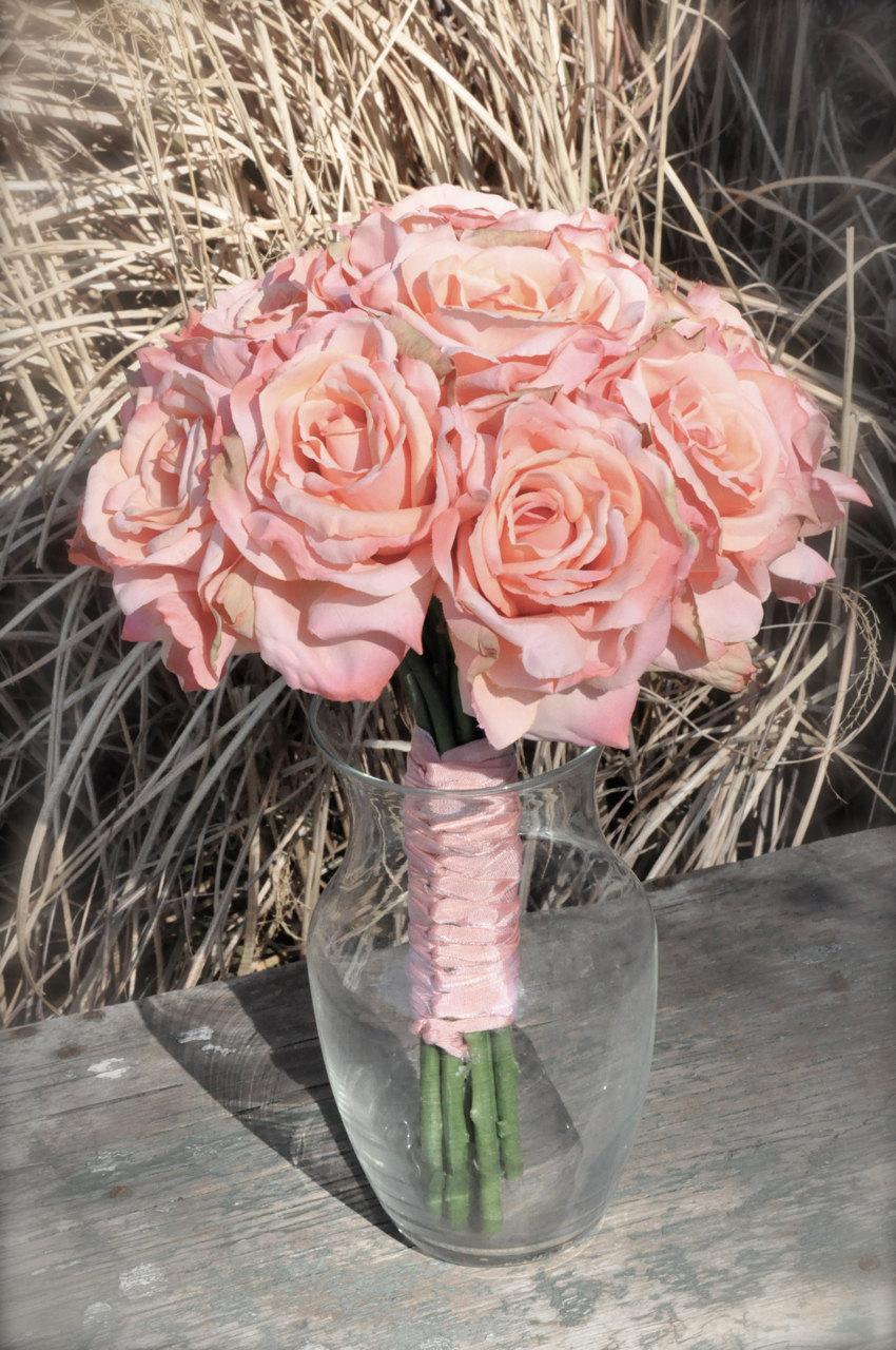 Mariage - Silk Wedding Bouquet, Wedding Bouquet, Keepsake Bouquet, Bridal Bouquet Blush pink rose wedding bouquet made of silk roses.