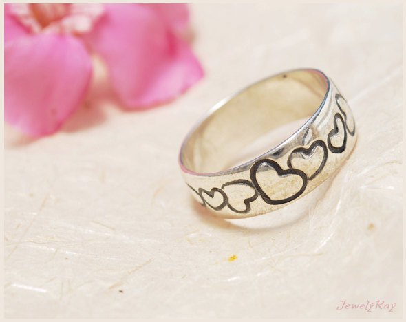 Mariage - Heart Wedding Ring - Sterling Silver band with hearts pattern, Heart pattern ring, Heart patterned ring, Promise ring for her, Romantic ring